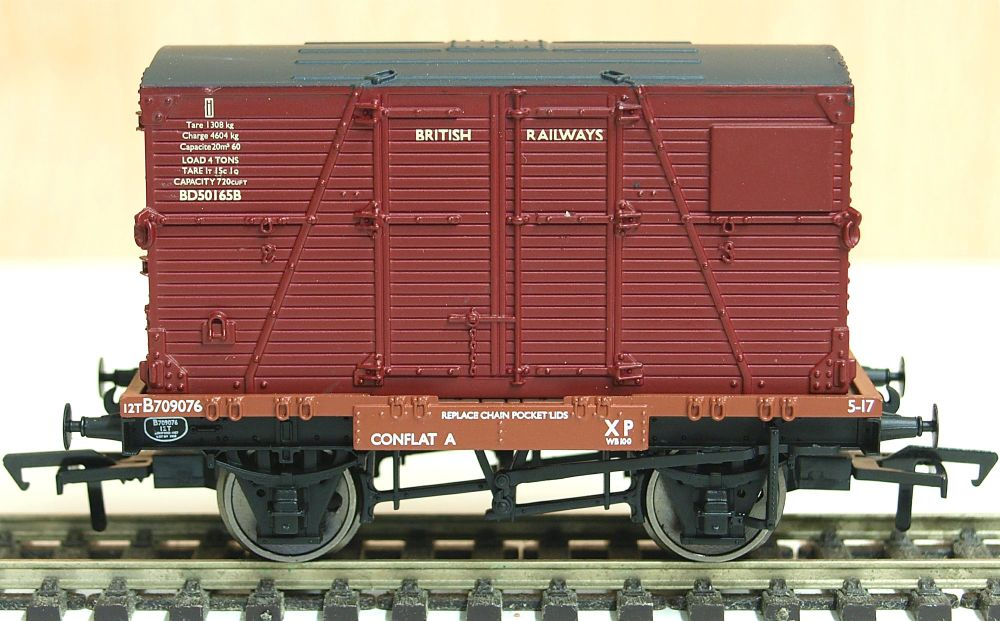 Bachmann 37-951B  Conflat wagon with Crimson BD container