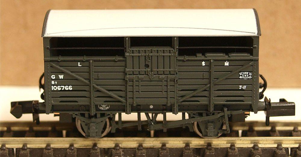Graham Farish 373261B  GWR Cattle Wagon dark grey