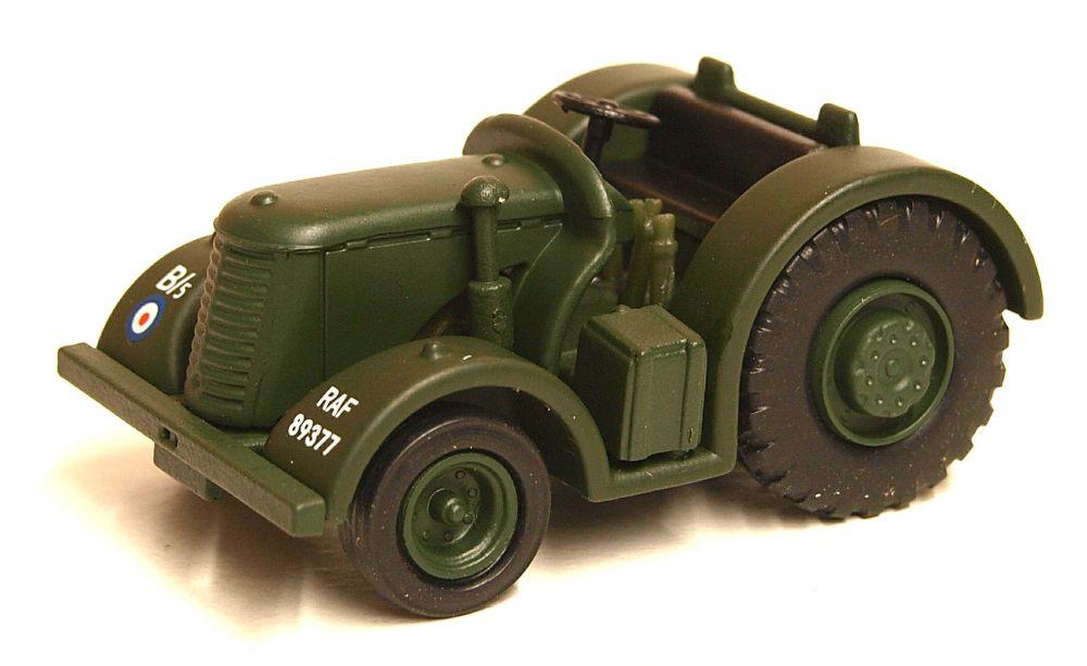 Oxford Diecast 76DBT001  RAF David Brown Tractor