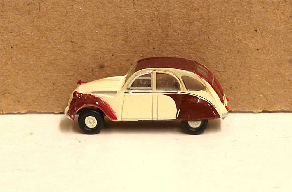 Oxford Diecast NCT005  Citroen 2CV Plum/Custard