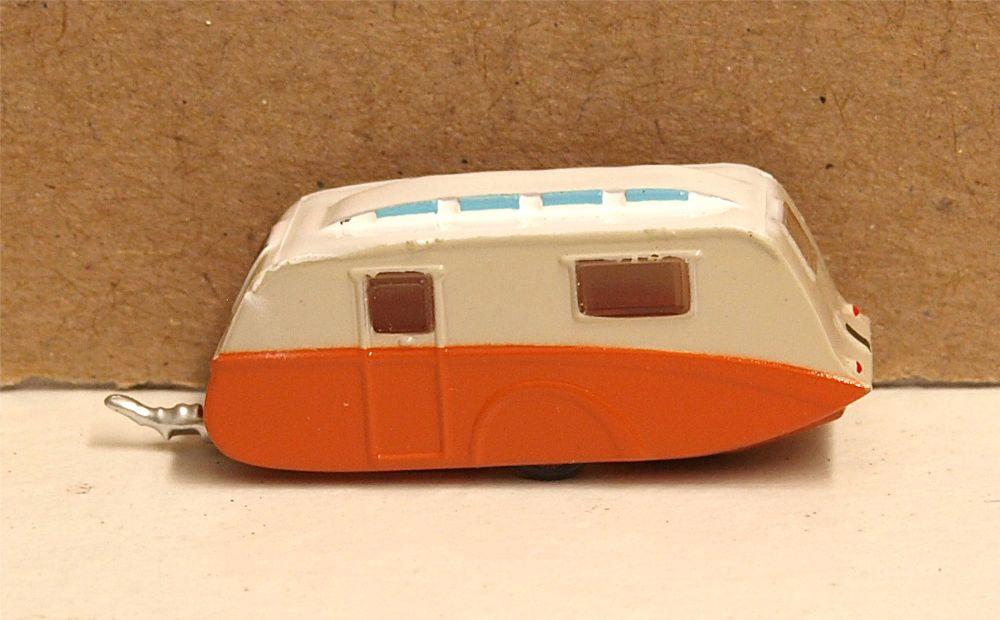 Oxford Diecast NCV001  Caravan Cream and Orange