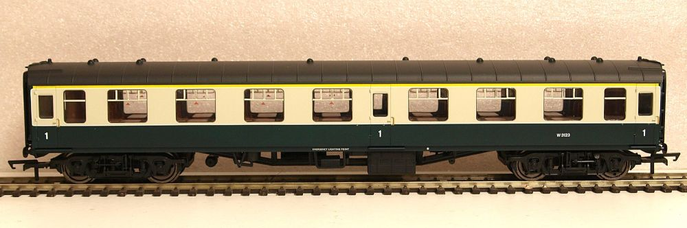 Hornby R4778  BR Mk1 Coach First Open Blue & Grey Livery