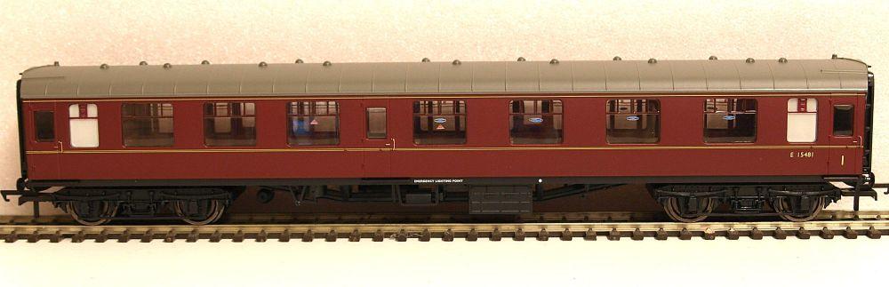 Hornby R4784  BR Mk1 Corridor Composite coach Maroon