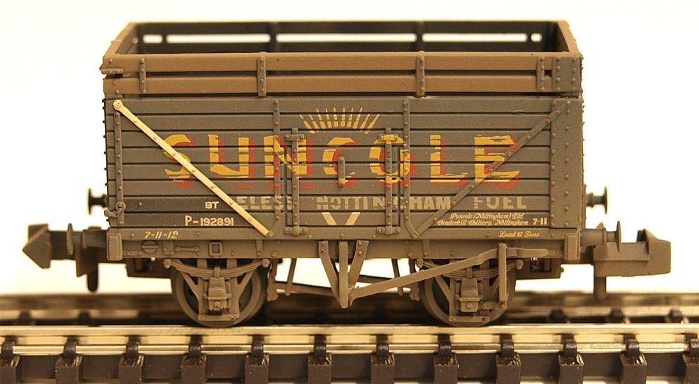 Graham Farish 377206A   8 Plank Wagon with Coke Rails 'Suncole' (P Number)