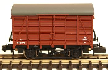 Graham Farish 377427   12 Ton Southern 2+2 Planked Ventilated Van BR Bauxite