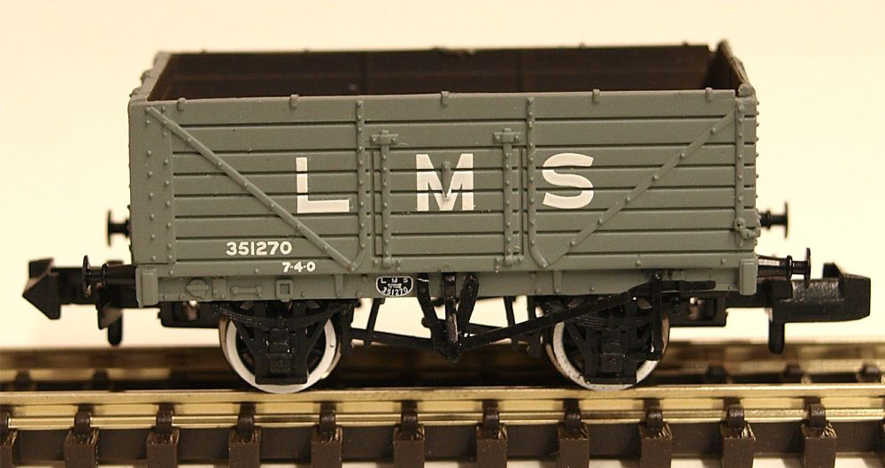 Graham Farish 377087  7 Plank Wagon End Door LMS Grey