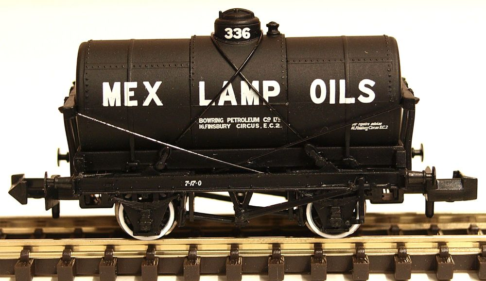 Graham Farish 373-680   14 Ton Tank Wagon with Large Filler 'Mex Lamp Oils'