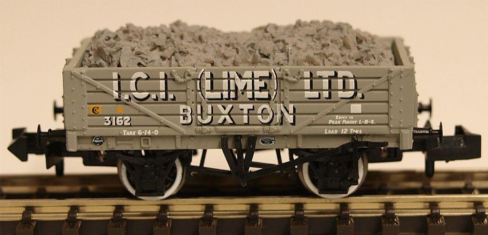 Graham Farish 377031   5 Plank Wagon Steel Floor 'ICI Lime' with Load