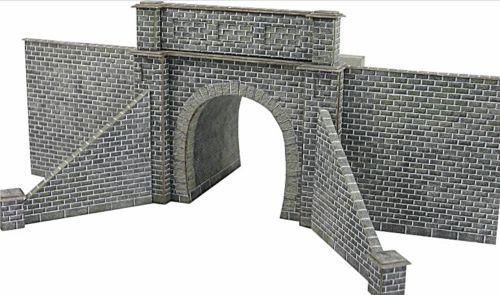 Metcalfe PN143  Single tunnel