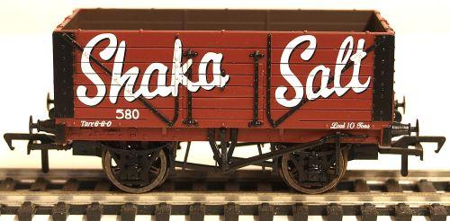 Bachmann 37110 7 Plank fixed end wagon 'Shaka Salt'