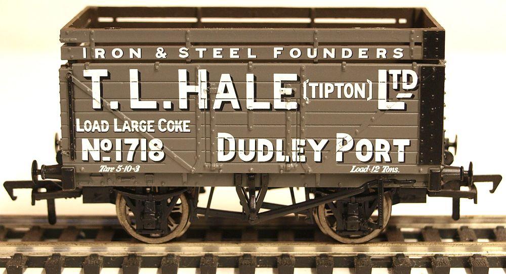 Bachmann 37187  7 plank wagon with coke rail