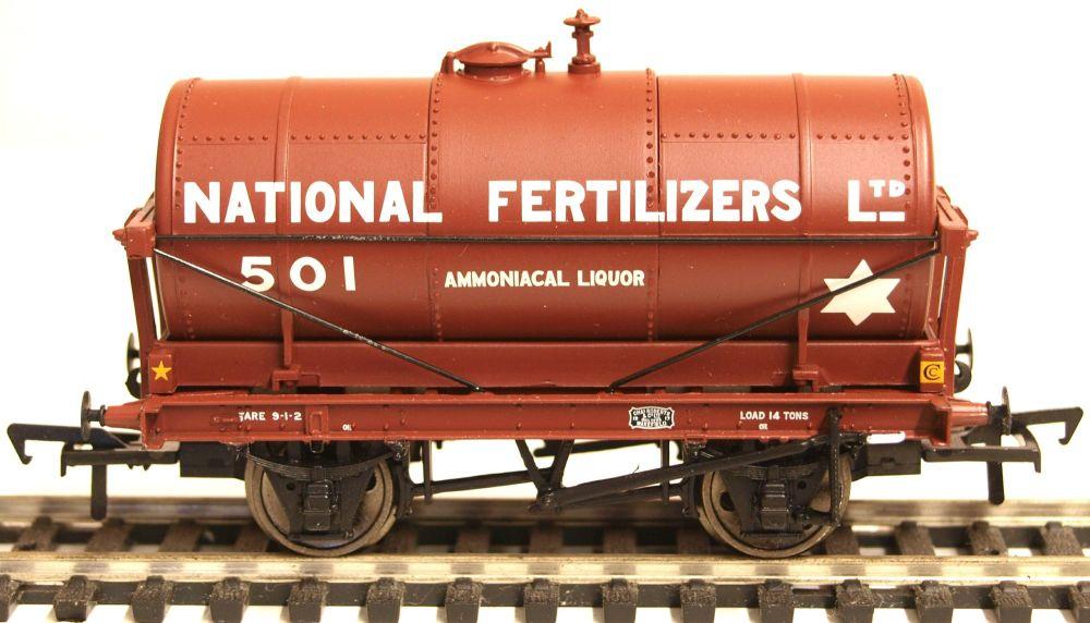 Bachmann 37660  14T Tank Wagon 'National Fertilizers'
