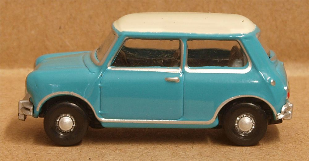 Oxford Diecast 76MN008  Austin Mini Surf Blue/Old English White