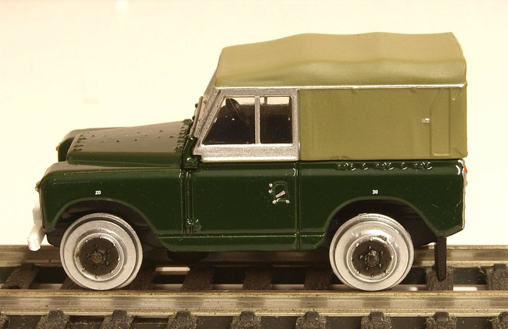 Oxford Diecast GV8001  British Army Rail Based Land Rover