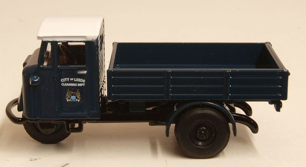 Oxford Diecast 76MH002  Leeds City Transport - 1:76 Scale