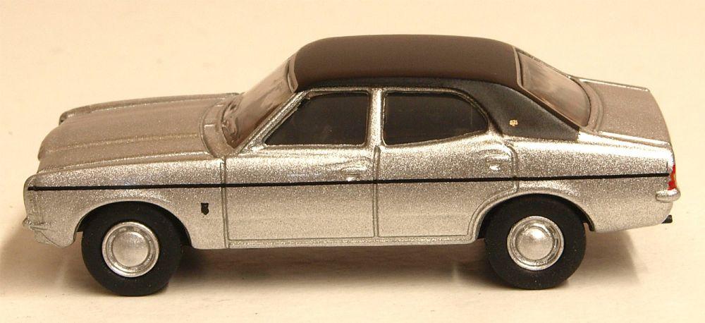 Oxford Diecast 76COR3008  Ford Cortina MkIII Strato Silver
