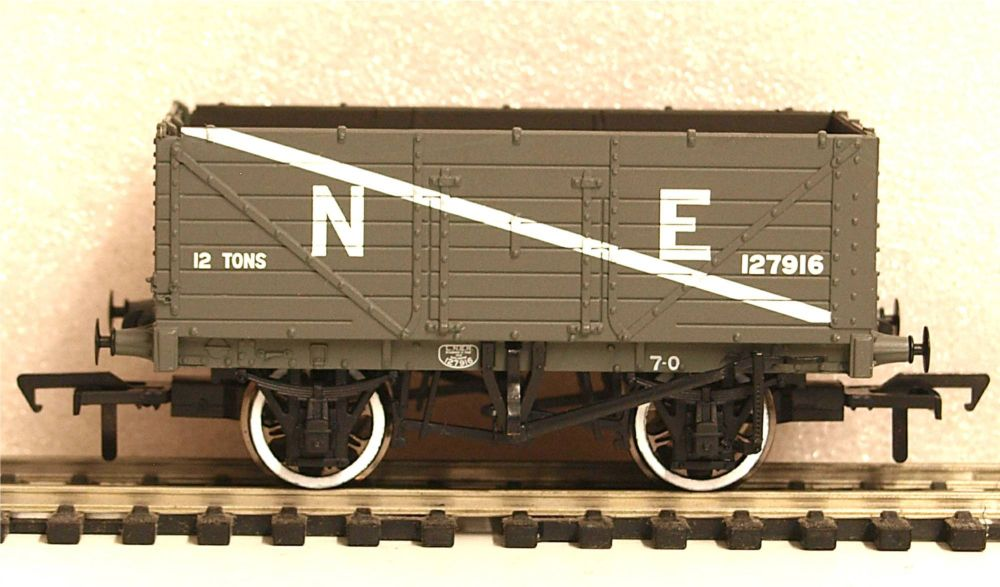 Bachmann 37-089  7 Plank End Door Wagon NE grey