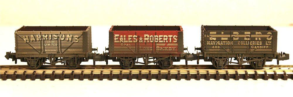 Graham Farish 377-097  Coal Trader' Pack Weathered 7 Plank Wagons