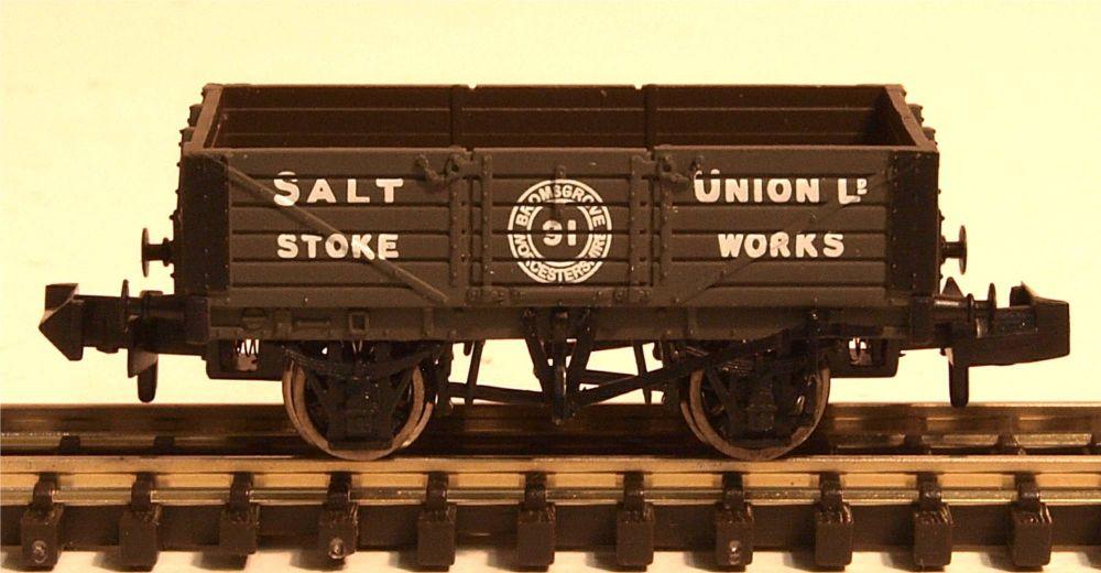 Graham Farish 377059   5 Plank Wagon 'Salt Union'