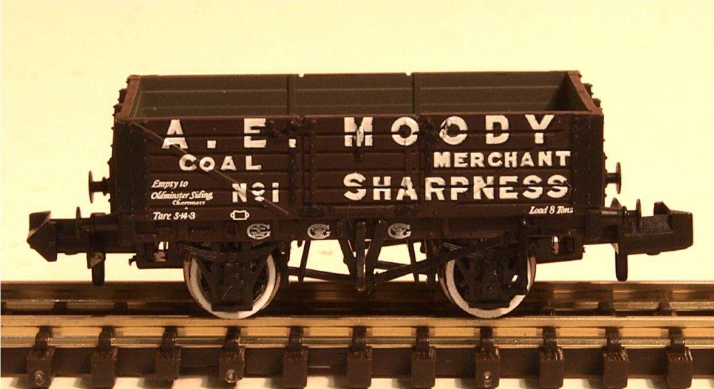 Graham Farish 377-060   5 Plank Wagon 'A.E.Moody'