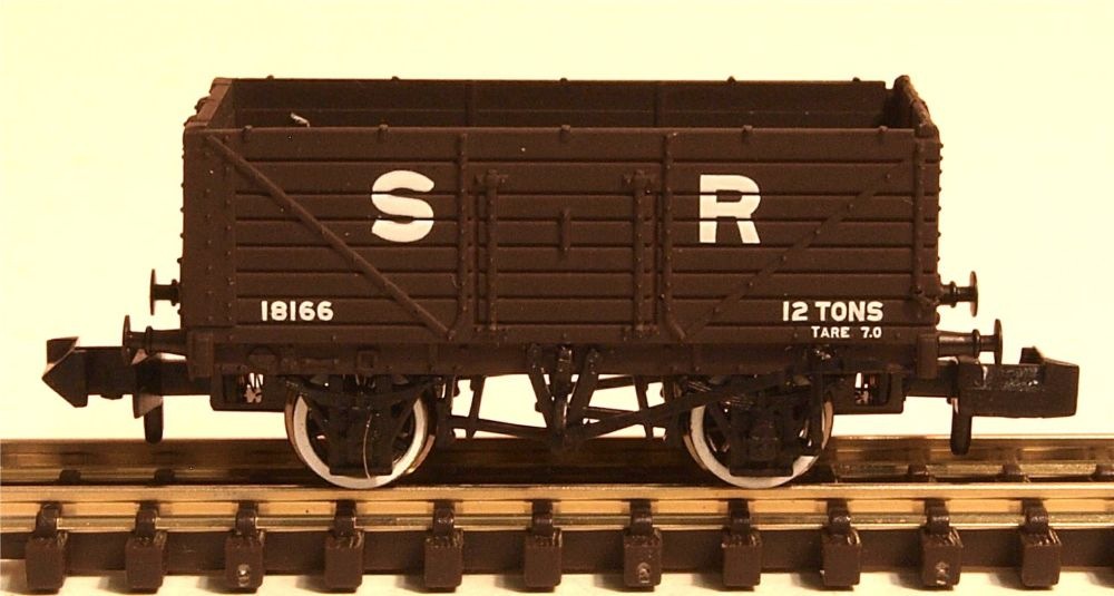 Graham Farish 377089  7 Plank Wagon End Door SR brown