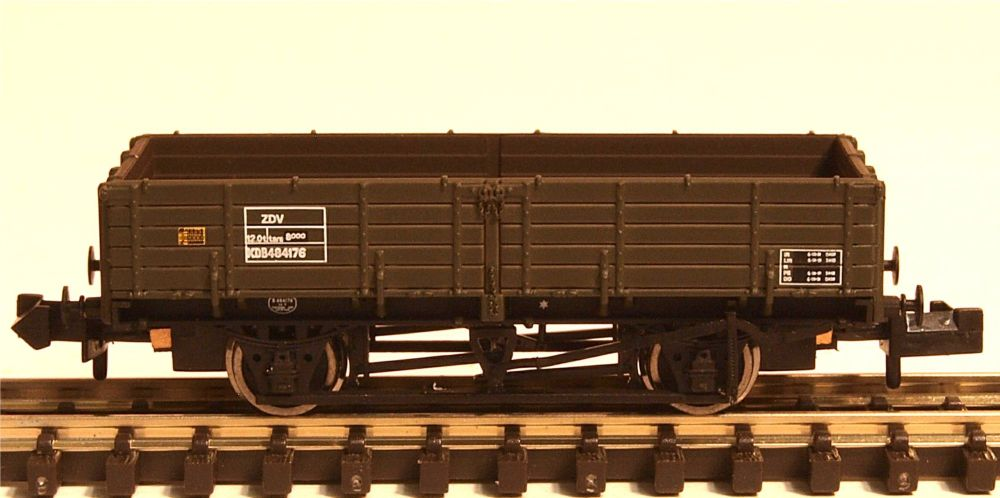 Graham Farish 377775   12 Ton Pipe Wagon BR Engineers Olive Green