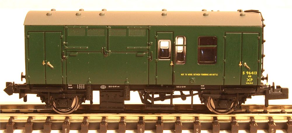 Graham Farish 373362A   BR Mk1 Horse Box (SR) Green
