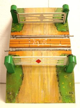 Hornby 1-SU  Level Crossing (clockwork track))