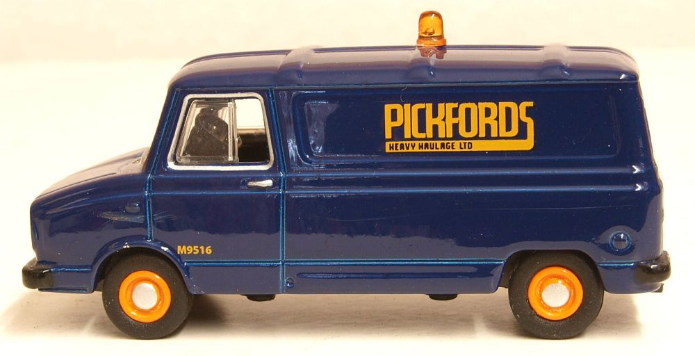 Oxford Diecast 76SHP004  Sherpa Van Pickfords