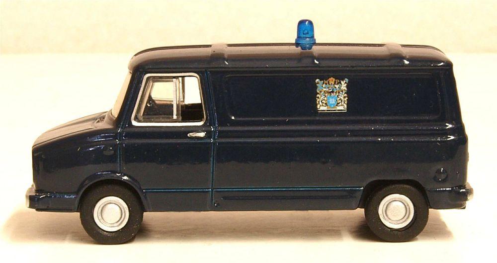 Oxford Diecast 76SHP004  Sherpa Van Metropolitan Police Van