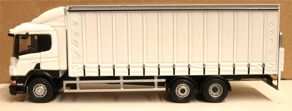 Oxford Diecast 76S94003  Scania 6 Wheel Curtainside Lorry White