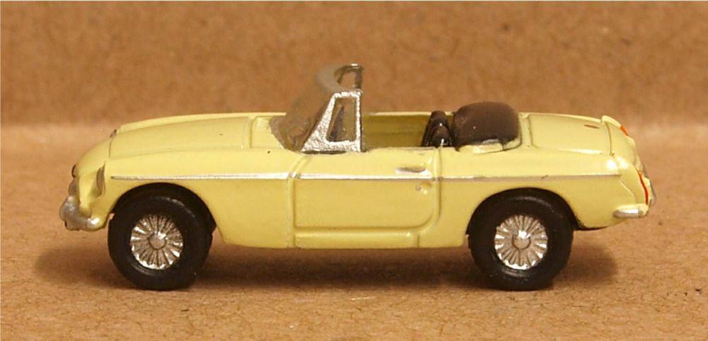 Oxford Diecast NMGB002  MGB Roadster Pale Primrose