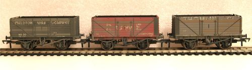 Bachmann 37081TL  7 Plank Cornish Coal Trader Wagons