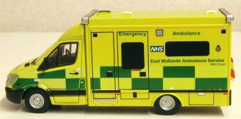 Oxford Diecast 76MA006  Mercedes Ambulance East Midlands Ambulance Service