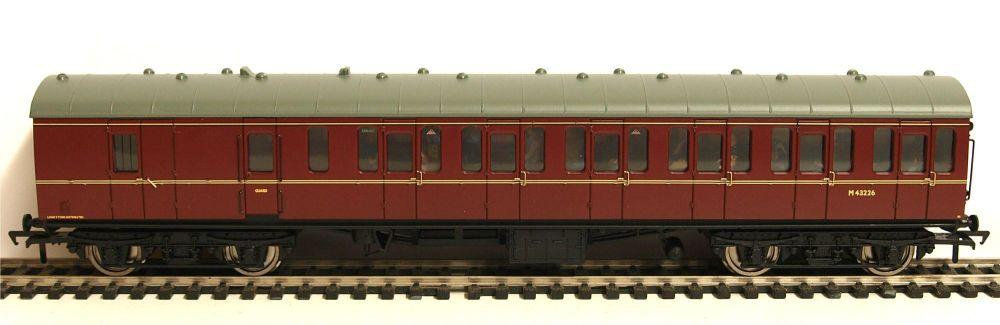 Bachmann 34630A   BR Mk1 Suburban 2nd brake (Populated) M43226