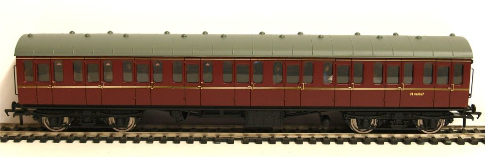 Bachmann 34-604C   BR Mk1 Suburban open coach (Populated) M46067