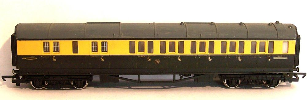 Hornby R430-AT  GWR Collett Brake end coach (1:76)