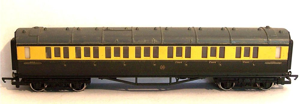 Hornby R429(A)-AT  GWR Collett Composite coach (1:76)