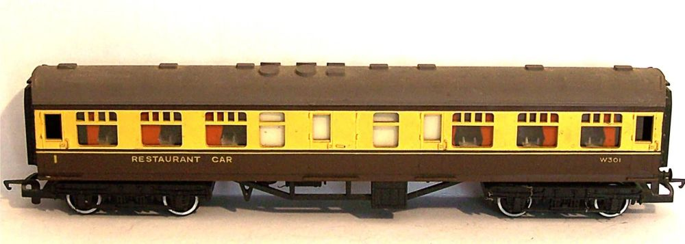 "Tri-ang R331-AT  BR 9"" Western region Restaurant Car (1:76)"