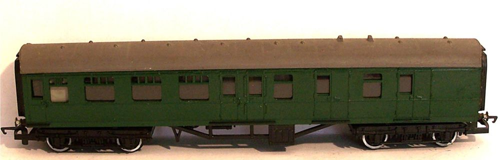 "Tri-ang R220-AT  BR 9"" Brake 3rd coach (1:76)"