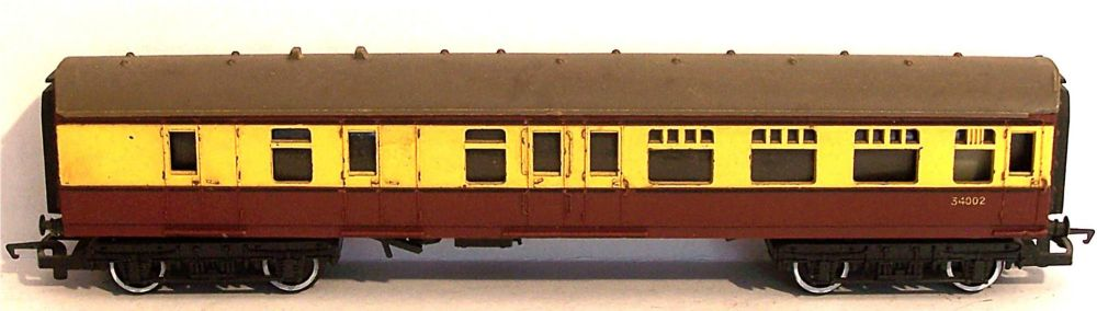 "Tri-ang R28-AT  BR 9"" Brake 3rd coach (1:76)"