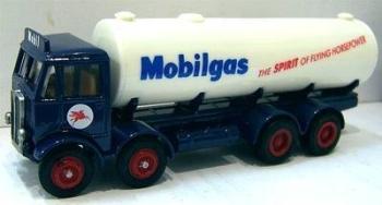 EFE 10604  AEC Mammoth 4axle Tanker 'Mobilgas' (1:76)
