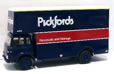 23602-SU  Bedford TK Luton 'Pickfords' (EFE 1:76)