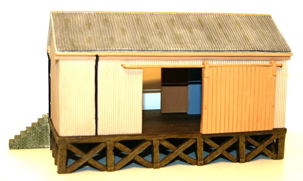 Scenecraft 44-006  Corrugated Goods Shed