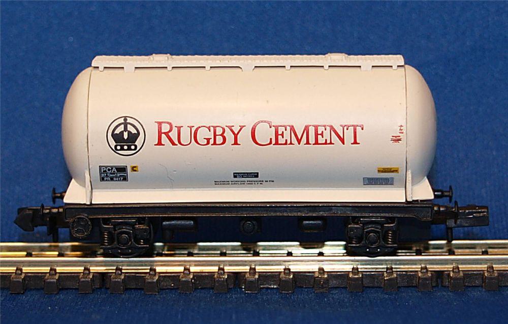 Graham Farish 373-002   PCA bulk powder wagon 'Rugby Cement'