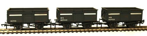 Bachmann 37-236  Set of 3 weathered 16ton steel mineral wagons with top doo