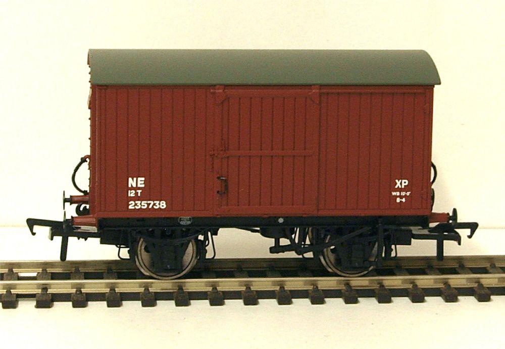 Bachmann 38-375A  LNER 12 ton ventilated van