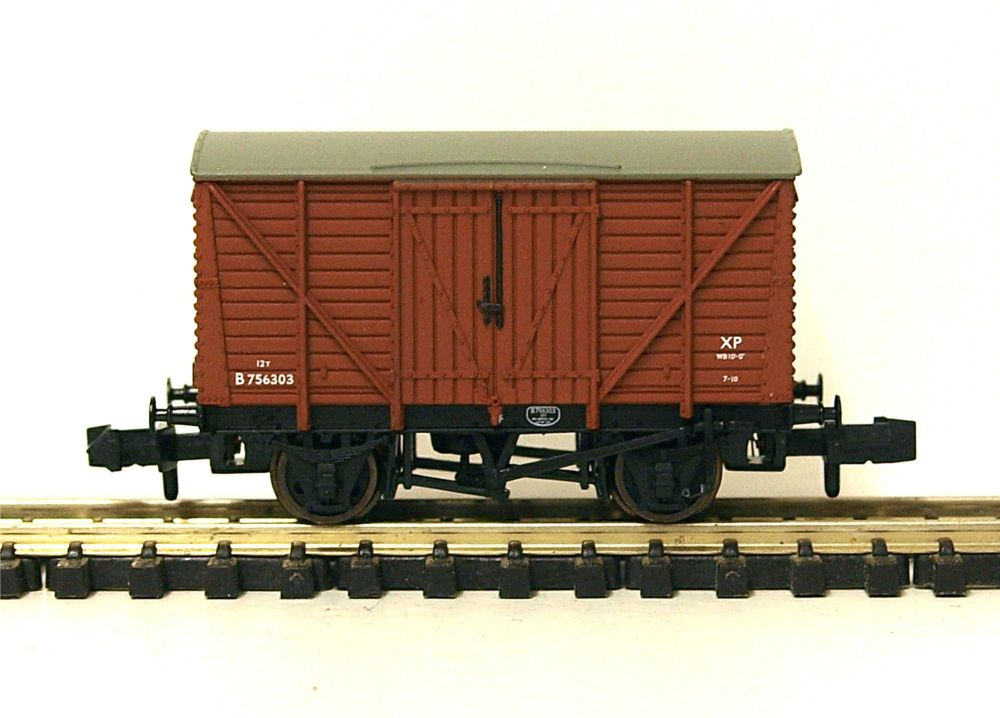 Graham Farish 373-700B   BR bauxite 12 ton ventilated van (early)