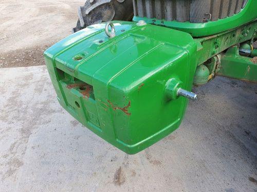 0219: John Deere 900KG Weight Block