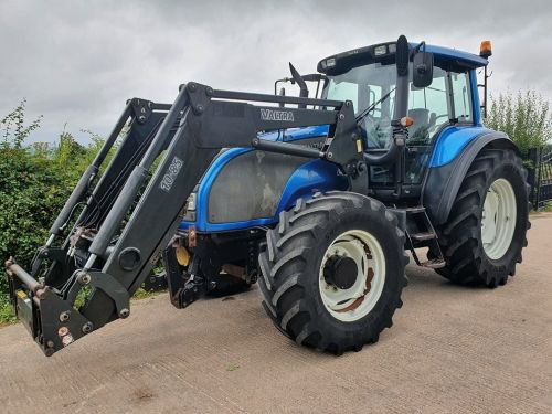 0003: Valtra T140 Tractor c/w Quickie Loader.